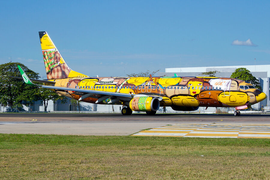 OSGEMEOS's Brazilian national soccer team airplane for the 2014 FIFA world cup. Photo by Nicolas Fagundes Figueiredo. Image via Wikimedia Commons.
