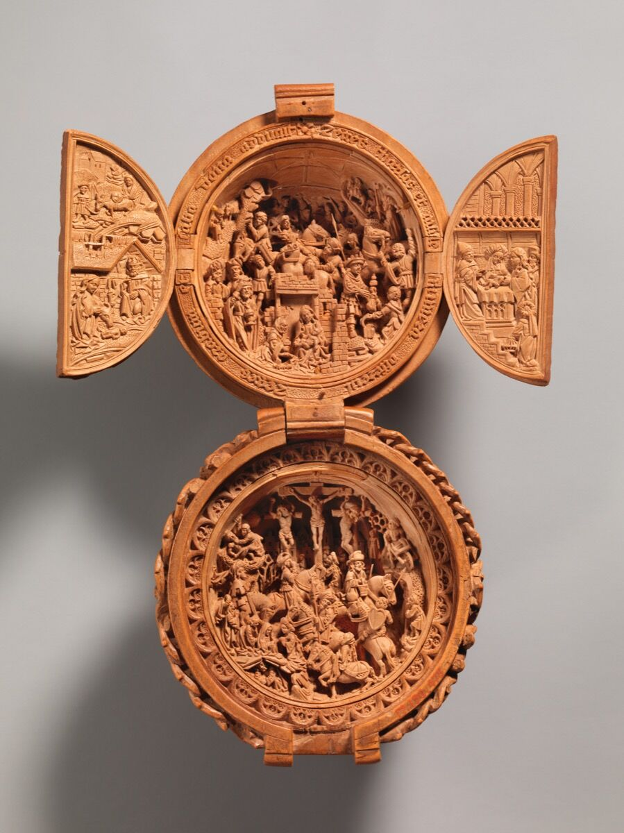 Prayer Bead with the Adoration of the Magi and the Crucifixion, early 16th century. Courtesy of the Metropolitan Museum of Art.