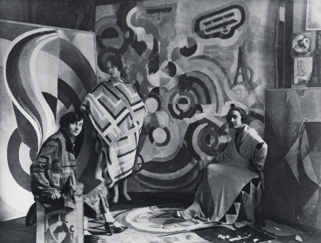 Sonia Delaunay and two friends in Robert Delaunay's studio, rue des Grands-Augustins, Paris 1924. Bibliothèque nationale de France, Paris. Courtesy Tate Modern.