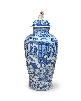 Porcelain vase decorated in underglaze cobalt blue, China, Qing dynasty, Kangxi period (1662 - 1722), H. 117 x D. 52 cm, Jorge Welsh Works of Art, London/Lisbon