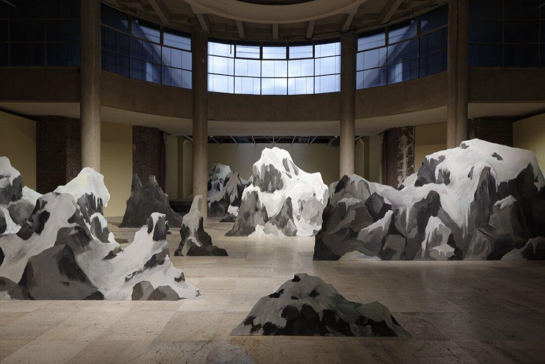 """Ragnar Kjartansson,""""Seul Celui qui Connaît le Désir,""""Palais de Tokyo, Paris, 2015.Photo byAurélien Mole, courtesy of the artist,Luhring Augustine, and i8 Gallery."""