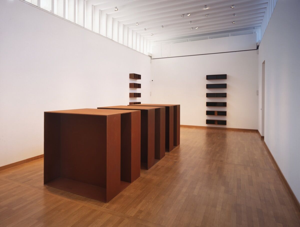 Moscow installation of work by Donald Judd, 1994. Donald Judd ©Judd Foundation. Courtesy of Galerie Gmurzynska.