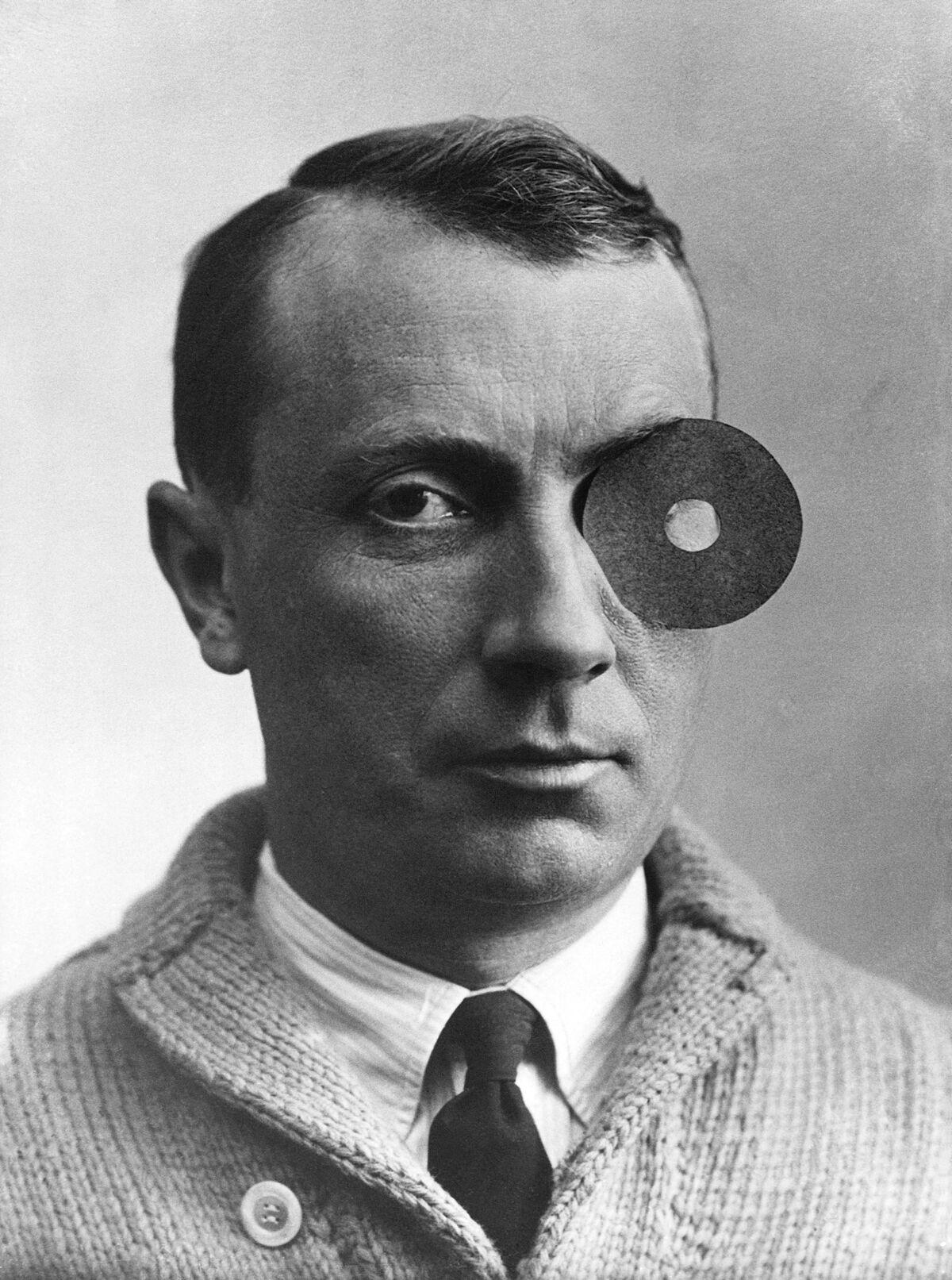Portrait of Arp, ca. 1926. Courtesy of Stiftung Arp e.V., Berlin/Rolandswerth.