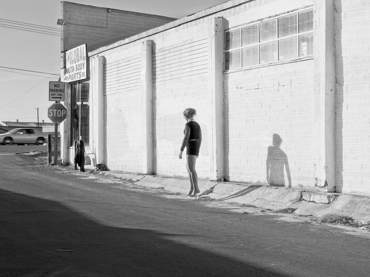 Katy Grannan, Inessa Waits Near South 9th Street, Modesto, CA, 2012 Archival Pigment Print on Cotton Rag Paper 46.125 x 61.25 inches (117.2 x 155.6 cm).Courtesy of Salon 94 and the artist