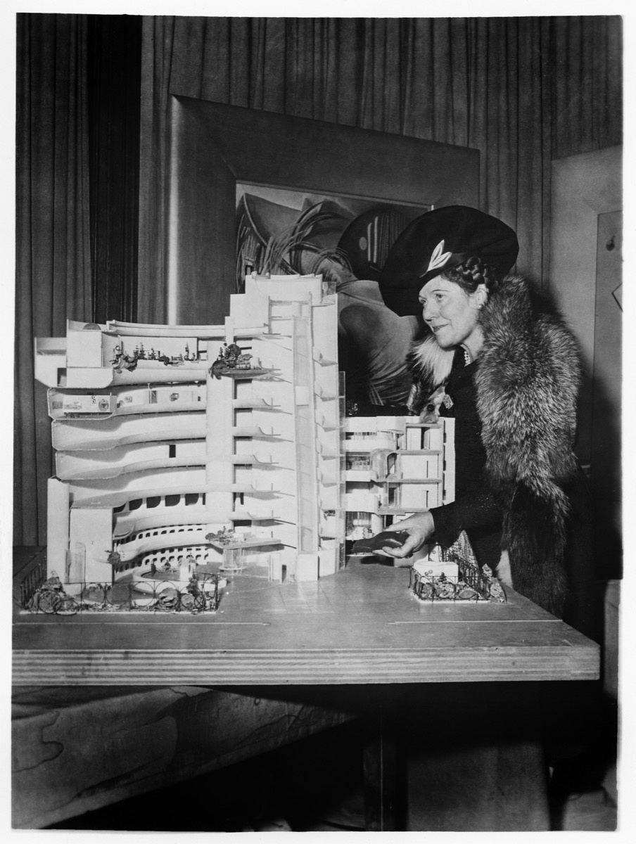 Hilla von Rebay with a cross-section model of the future Solomon R. Guggenheim museum designed by Frank Lloyd Wright; © Solomon R. Guggenheim Foundation Archives, New York. All Rights Reserved.