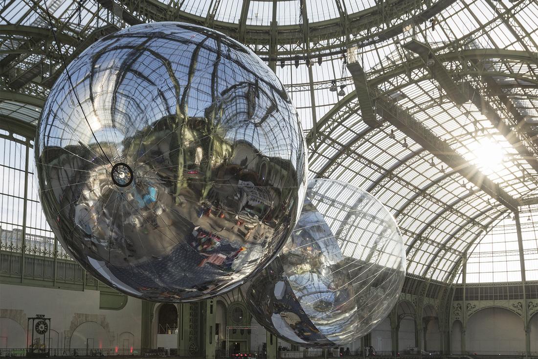 Installation view of Tomás Saraceno, Aerocene, 2015 at the Grand Palais. Courtesy the artist; Tanya Bonakdar, New York; Andersen's Contemporary, Copenhagen; Esther Schipper, Berlin. Photography Studio Tomás Saraceno.