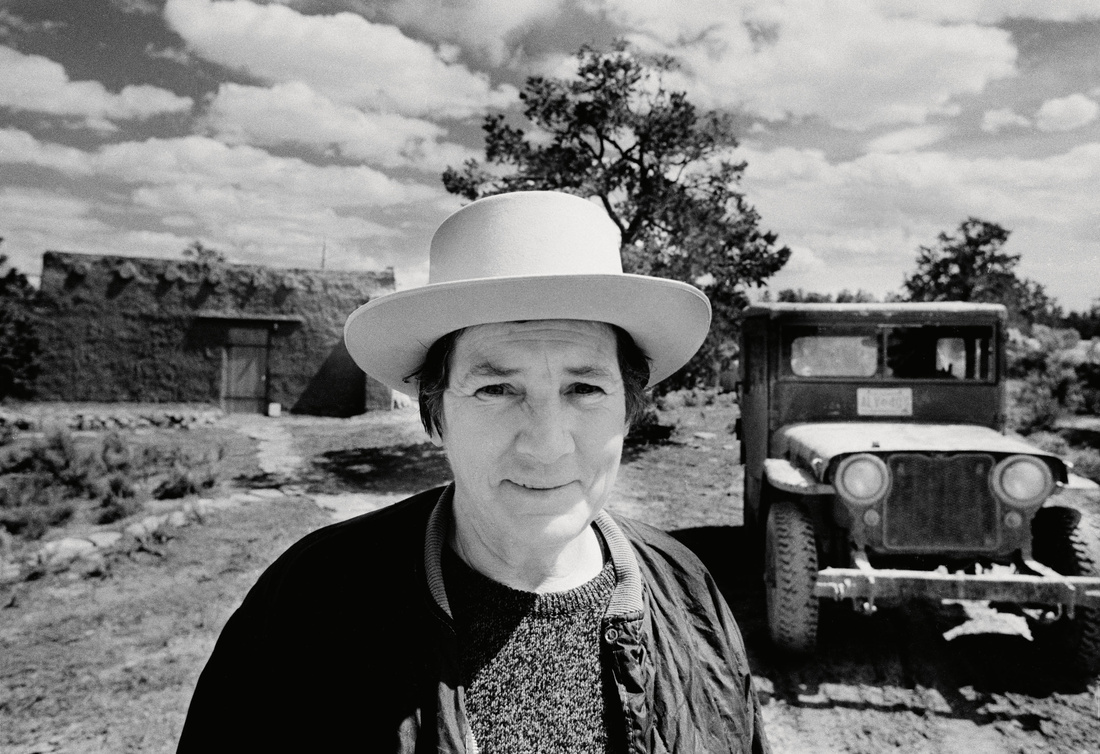 Head and shoulders portrait of Martin at her house near Cuba, New Mexico, 1974. Photography by Gianfranco Gorgoni, courtesy of Tate Modern