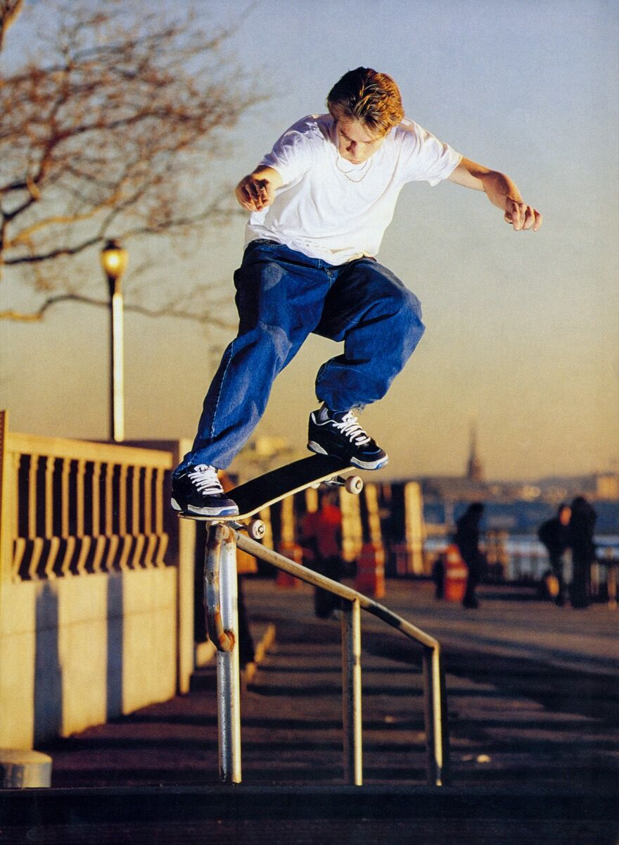 Giovanni Reda, Keith Hufnagel, Crooked grin up the rail, New York City, 1998. Courtesy of the artist.