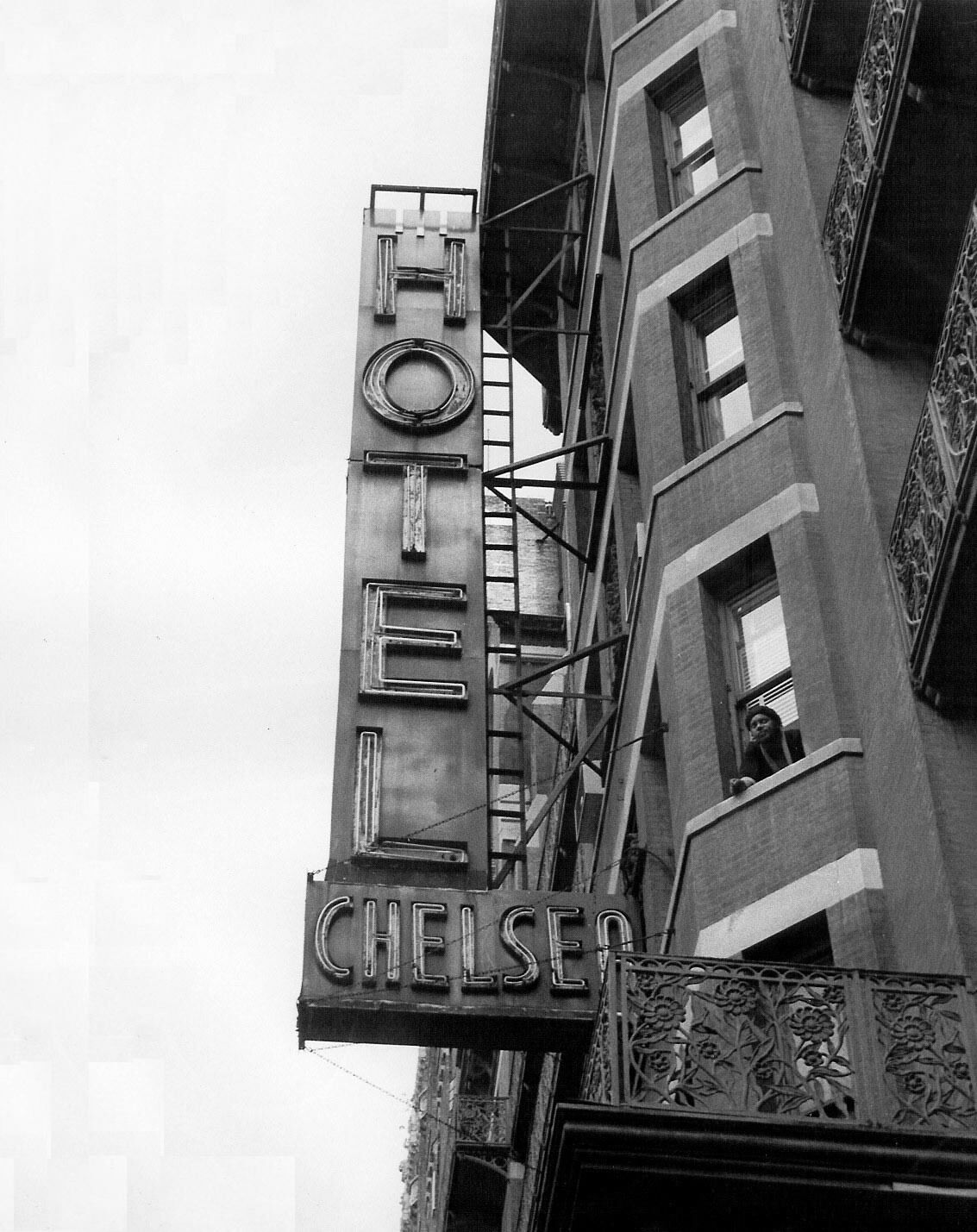 Close up of the hotel's facade, 1977. Image via Wikimedia Commons.