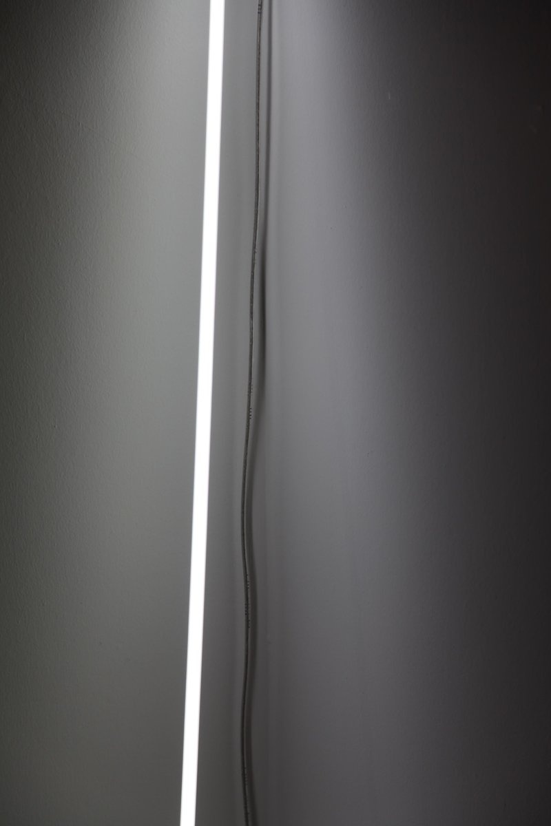 Cerith Wyn Evans,Detail of 'Neon' (leaning horizon), 2015.©Cerith Wyn Evans. Courtesy White Cube and the artist.