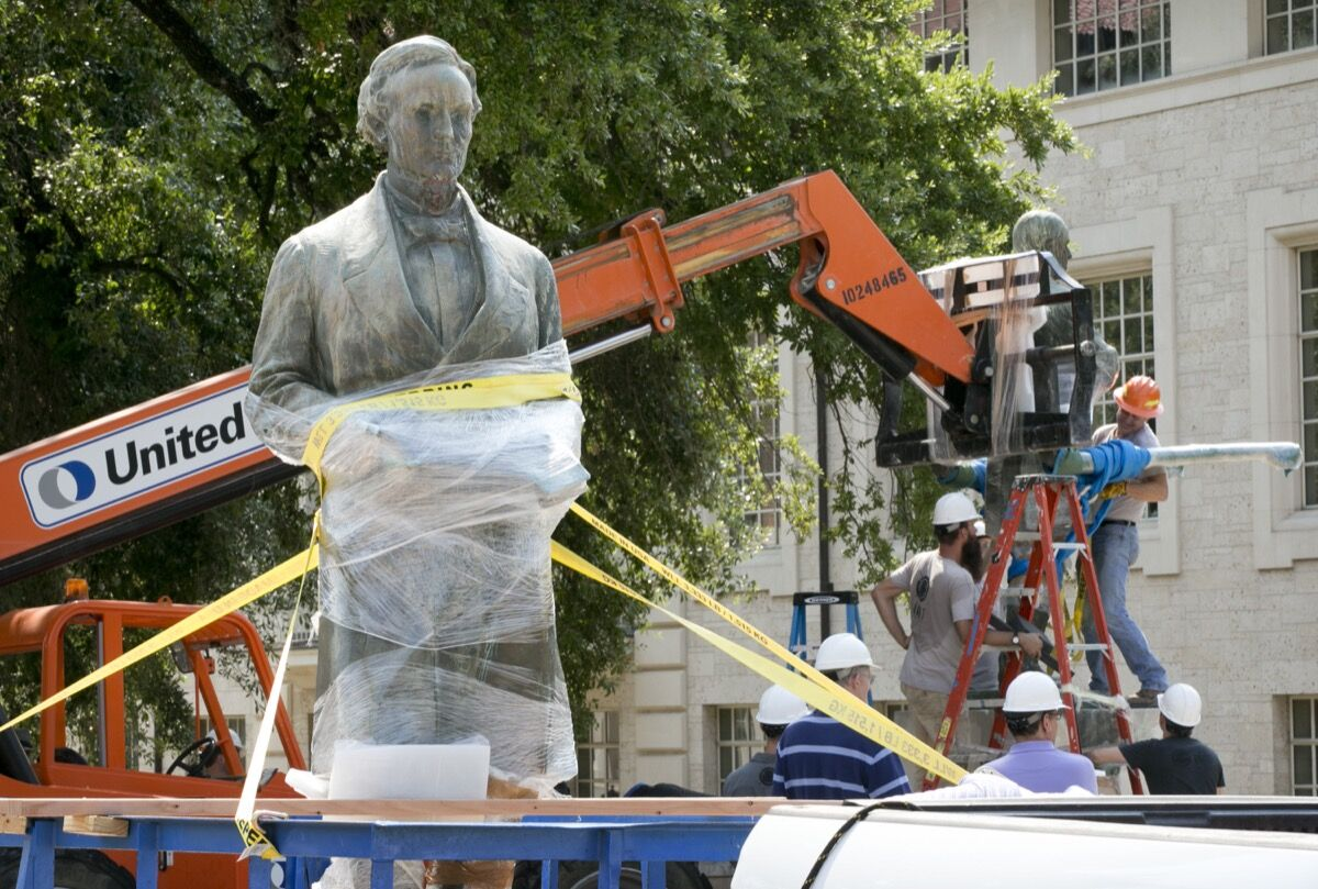Statue of Jefferson Davis being removed from UT-Austin's campus in 2015. Photo by Jay Janner/AMERICAN-STATESMAN.