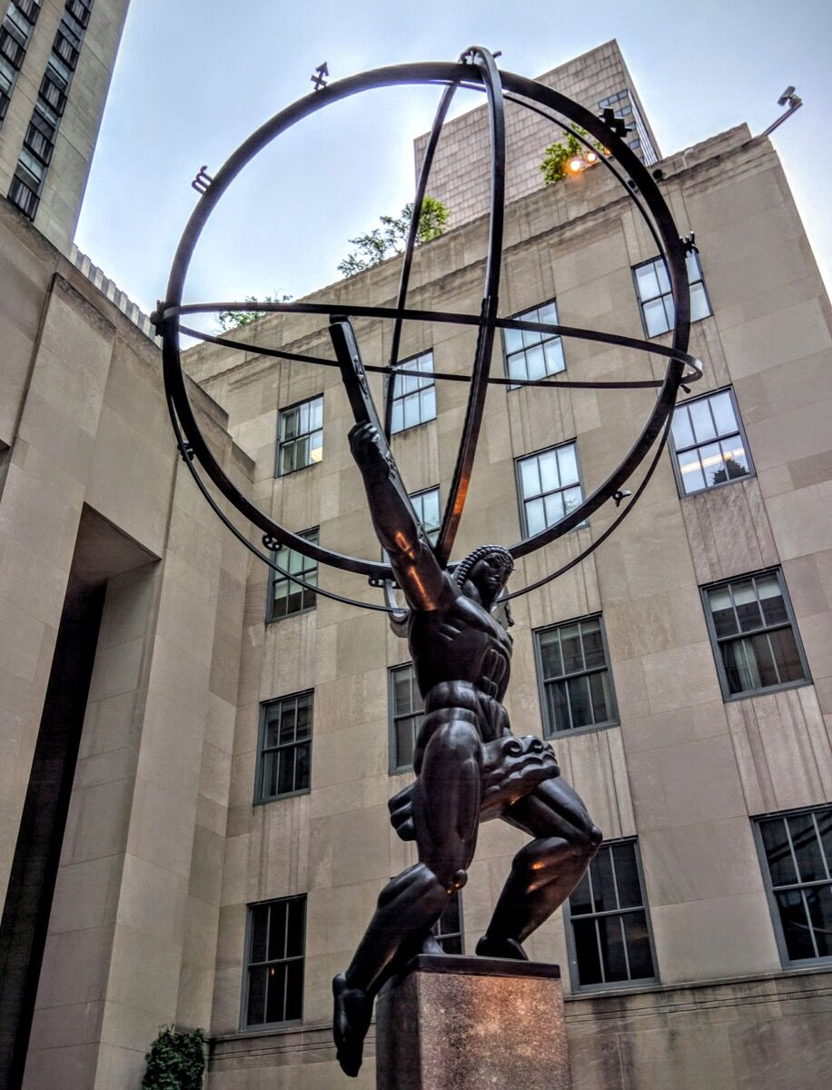 Lee Lawrie and Rene Chambellan, Atlas, TKTK, at the Rockefeller Center, New York, NY, 2016. Photo by Travis Wise, via Flickr.