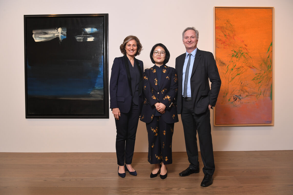 From left to right: Dominique Lévy, Danqing Li, and Brett Gorvyat the opening of Lévy Gorvy, Hong Kong, 2019. Photo by Ben Wan. Courtesy of Lévy Gorvy.