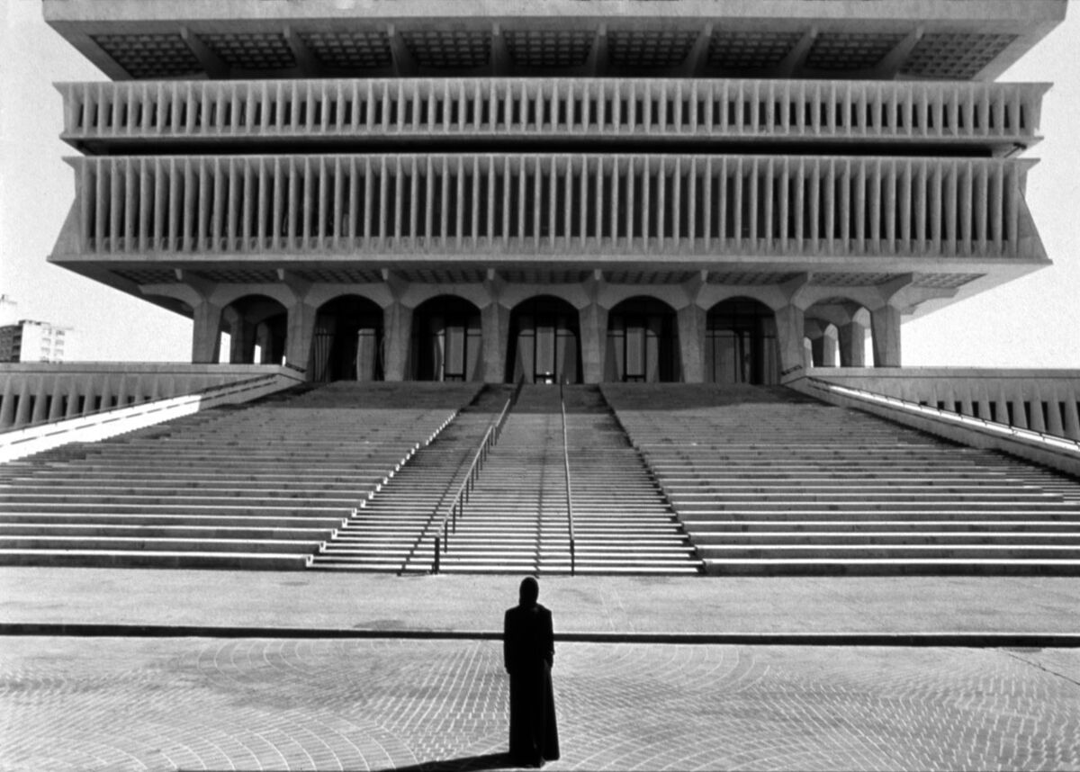 Shirin Neshat, Soliloquy Series, 1999. © Shirin Neshat. Courtesy of the artist and Gladstone Gallery, New York and Brussels.