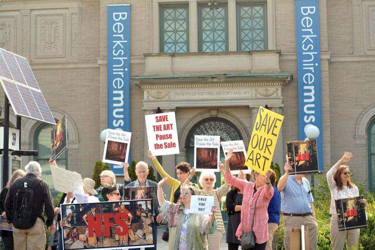 Protestors at the Berkshire Museum in August. Photo by Gillian Jones for the Berkshire Eagle.