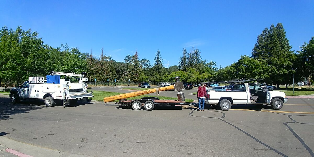 Original unloading of Doug Unkrey's The Hammer , 2017. Photo courtesy of the City of Healdsburg.
