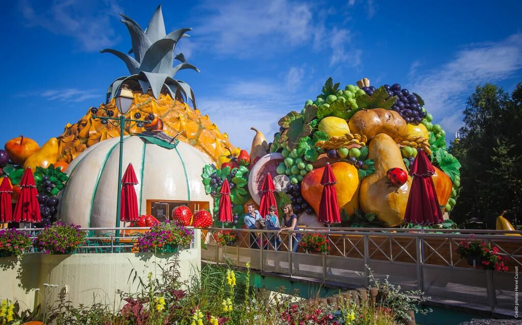 At the Parc Astérix amusement park outside Paris, Arcimboldo's work inspired this restaurant's fantastical facade. Image via Lacasamorett.com.