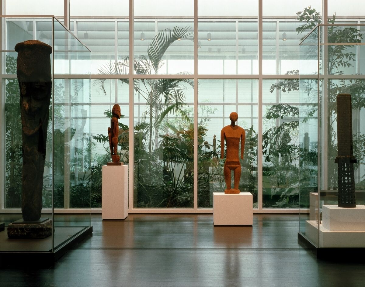 The Oceanic galleries of the Menil Collection, 1987. Photo by Hickey-Robertson. Courtesy of Menil Archives, The Menil Collection, Houston.