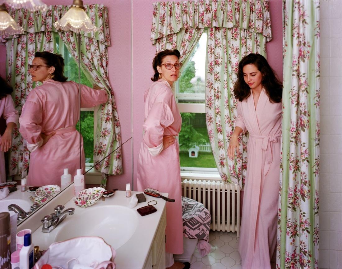 Tina Barney, Jill and Polly in the Bathroom, 1987. © Tina Barney. Image courtesy of the artist and Paul Kasmin Gallery.