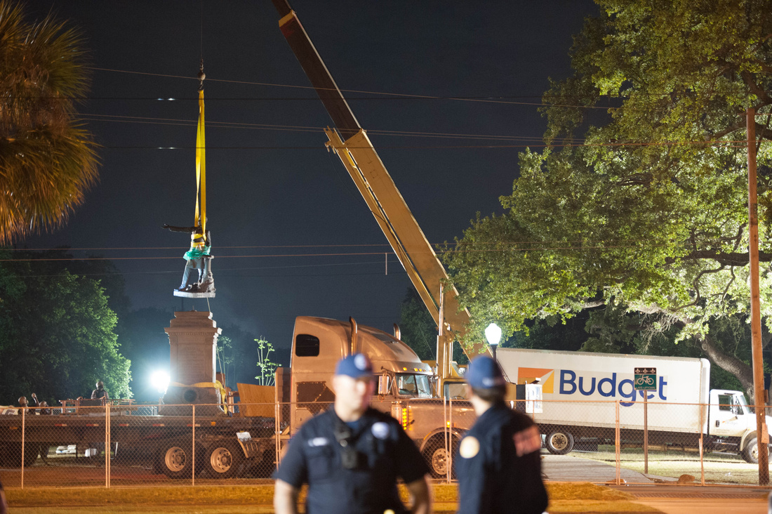 Jefferson Davis monument being removed in New Orleans. Photo by Abdul Aziz, courtesy of Abdul Aziz.