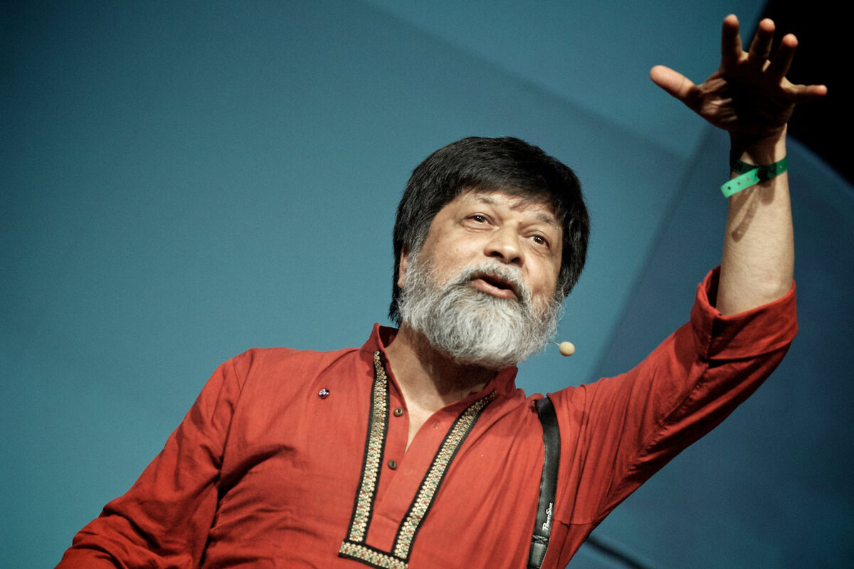 Shahidul Alam giving a talk in 2012. Photo by Gregor Fischer, courtesy re:publica, via Flickr.