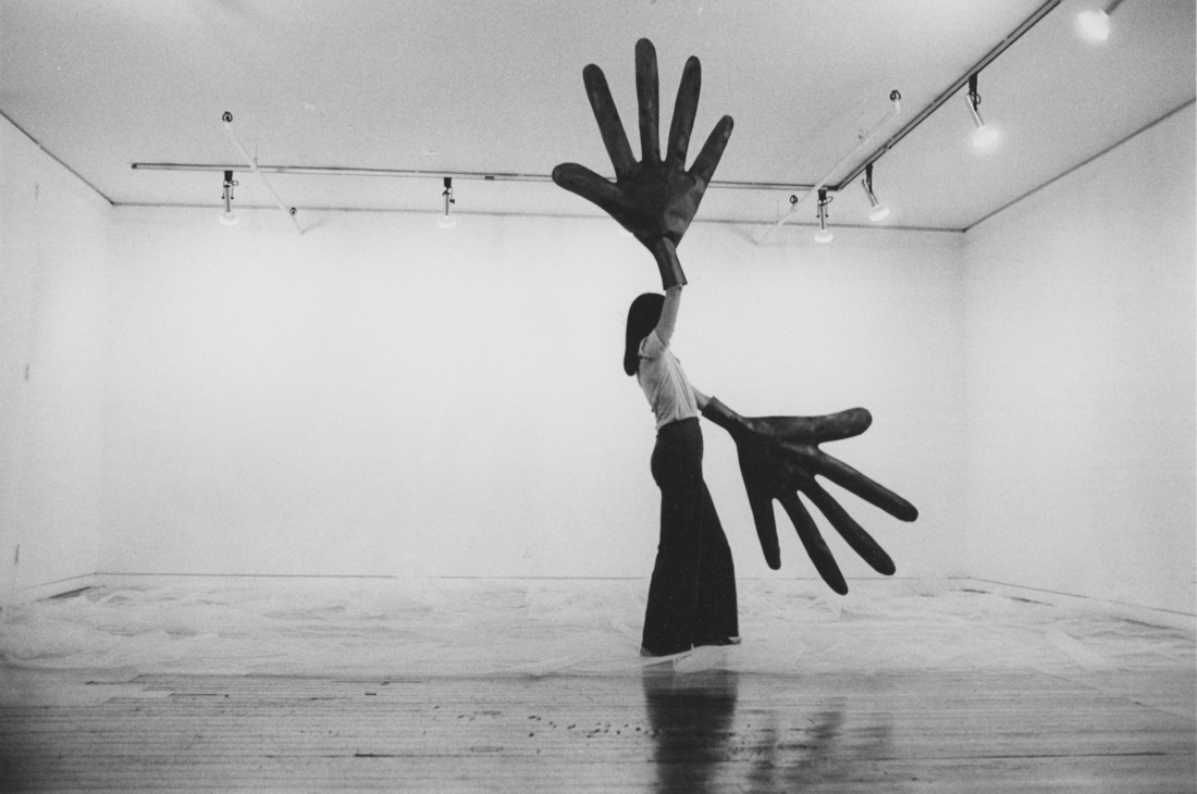 Sylvia Palacios Whitman, Passing Through, Sonnabend Gallery, 1977. Courtesy of Babette Mangolte and BROADWAY 1602 HARLEM, New York.