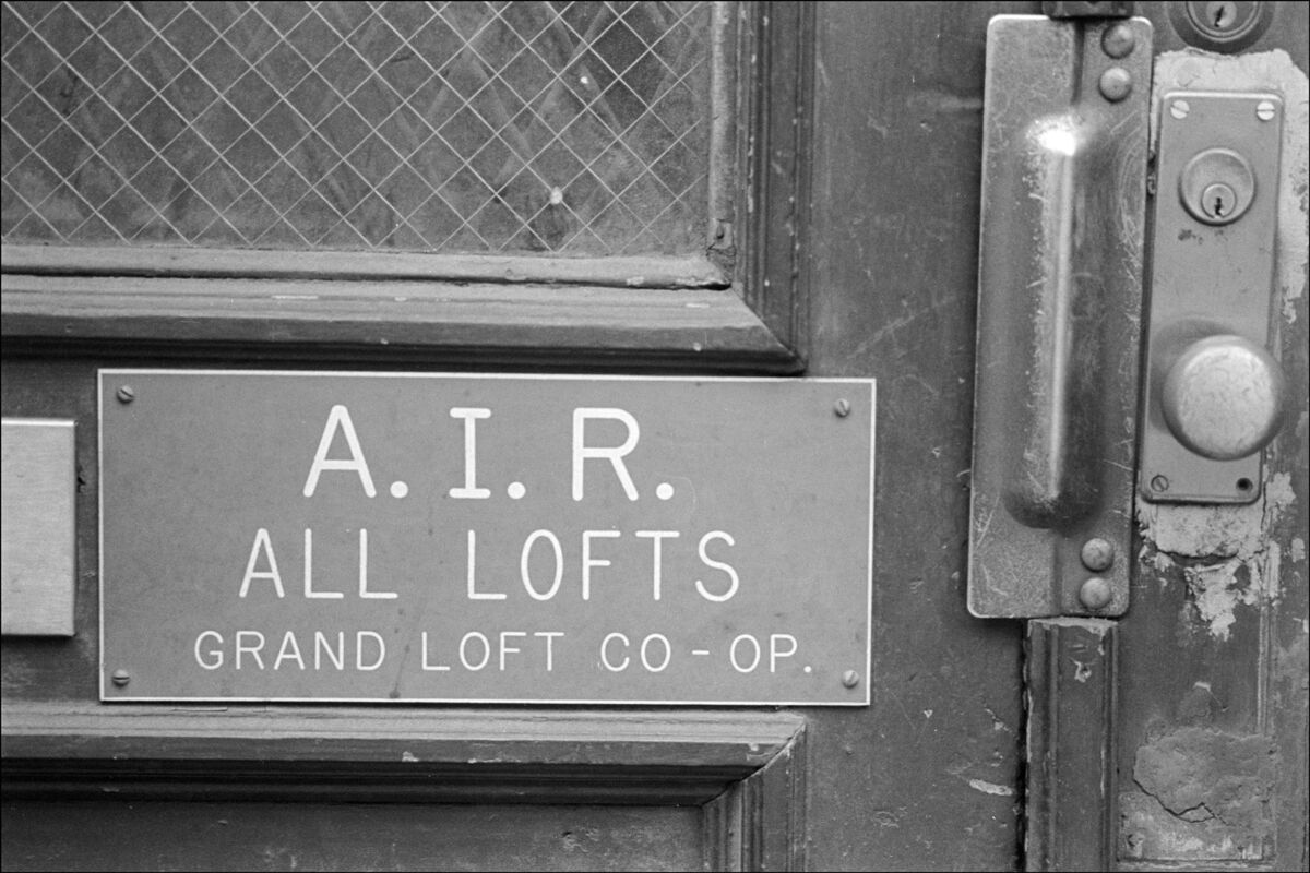 AIR sign on loft building signifying legal artists in residence, New York, New York, February 13, 1981. Photo by Allan Tannenbaum, via Getty Images.
