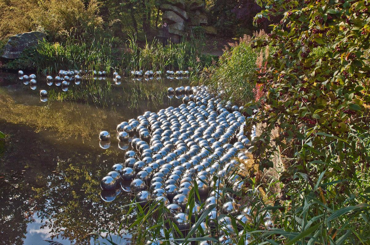 Yayoi Kusama, Narcissus Garden, installed at Chatsworth, Derbyshire, 2009. Photo by Phillip Capper, via Flickr.