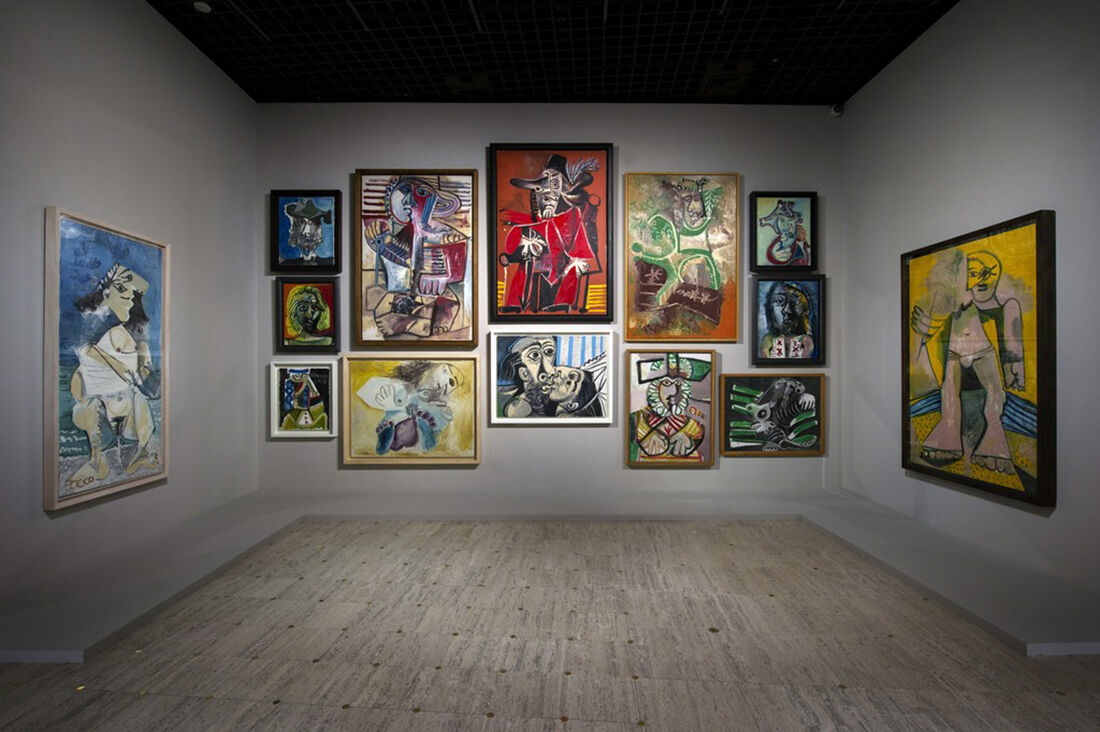 "Installation view of Rmn-Grand Palais's ""Picasso.mania."" Vue de l'exposition Picasso.mania, scénographie bGc studio © Rmn-Grand Palais / Photo Didier Plowy, Paris 2015."