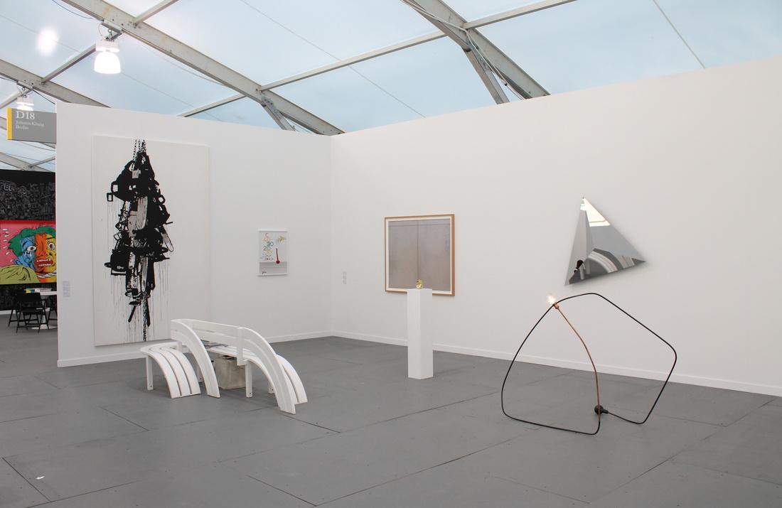 Photograph of König Galerie's booth at Frieze New York 2015 by Marco Scozzero, courtesy of Marco Scozzero/Frieze.