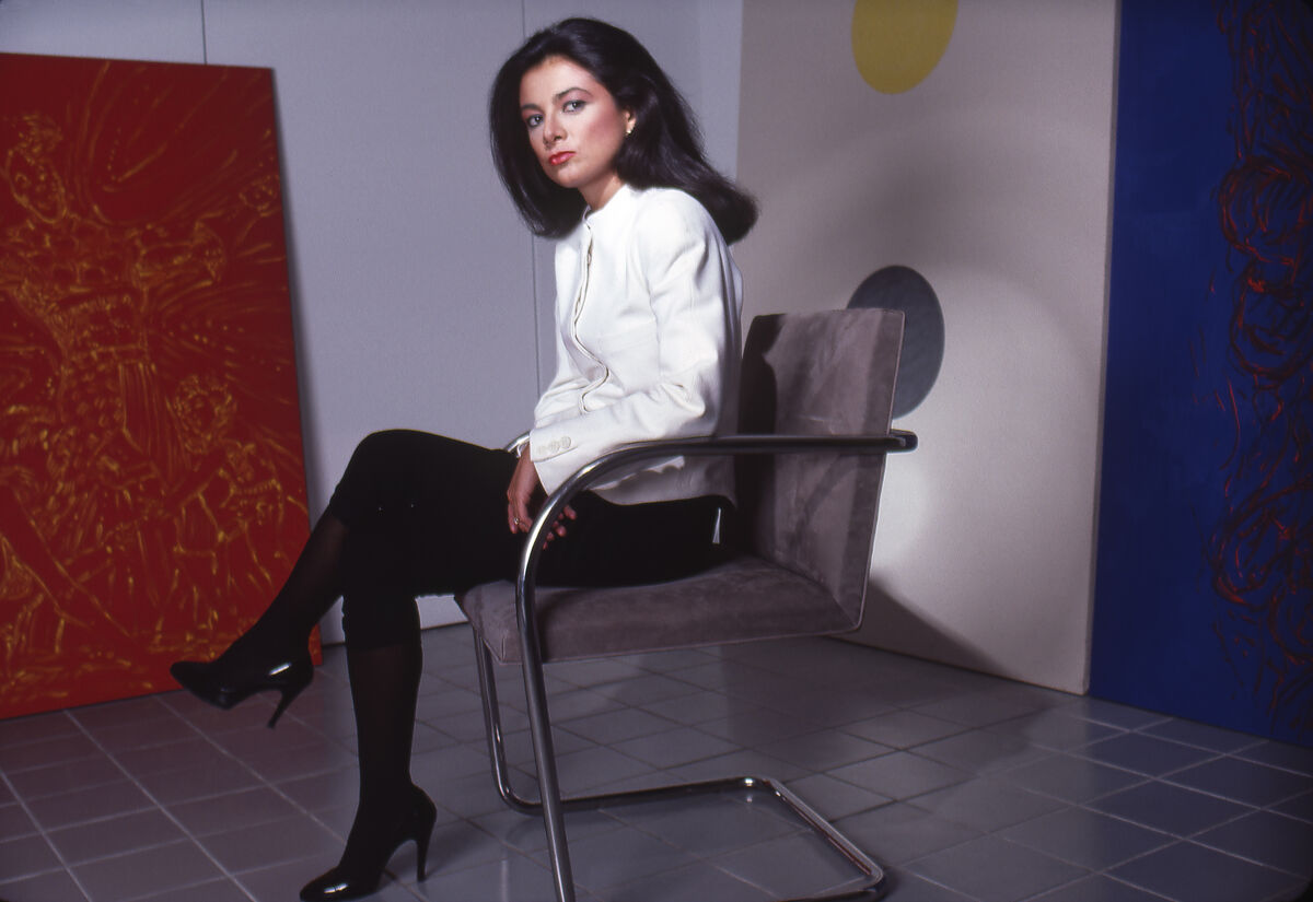 Portrait of Mary Boone in her Soho gallery, New York, 1992. Photo by Michel Delsol/Getty Images.