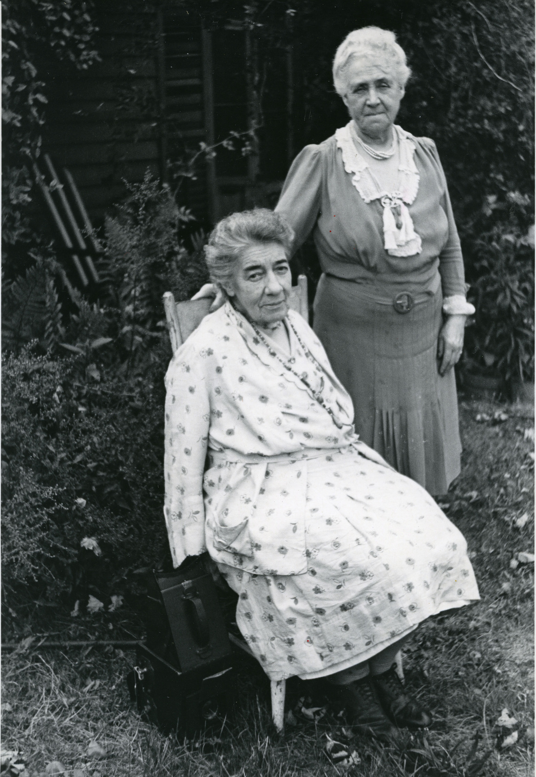 Richard O'Cannon, Alice Austen seated with Gertrude Tate, September 1944. Courtesy of Alice Austen House.