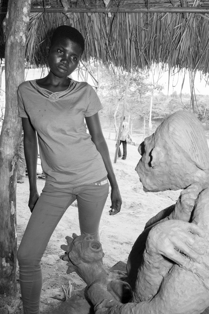 Irène Nkanga with sculpture, 2016. Photograph from forthcoming CATPC publication. © Léonard Pongo. Courtesy of SculptureCenter.