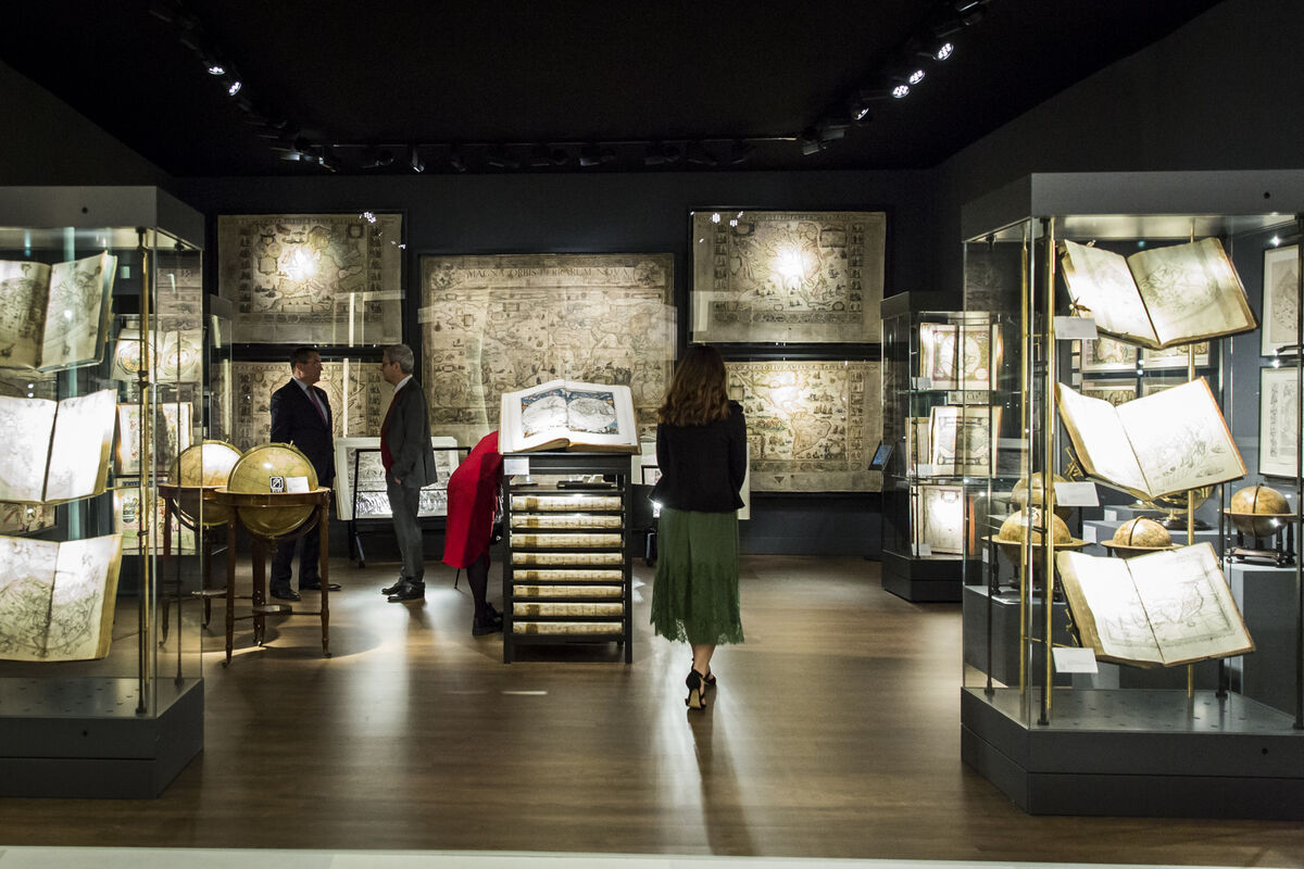 Installation view of Daniel Crouch Rare Books Stand at TEFAF, 2018. Photo by Natascha Libbert. Courtesy of TEFAF.