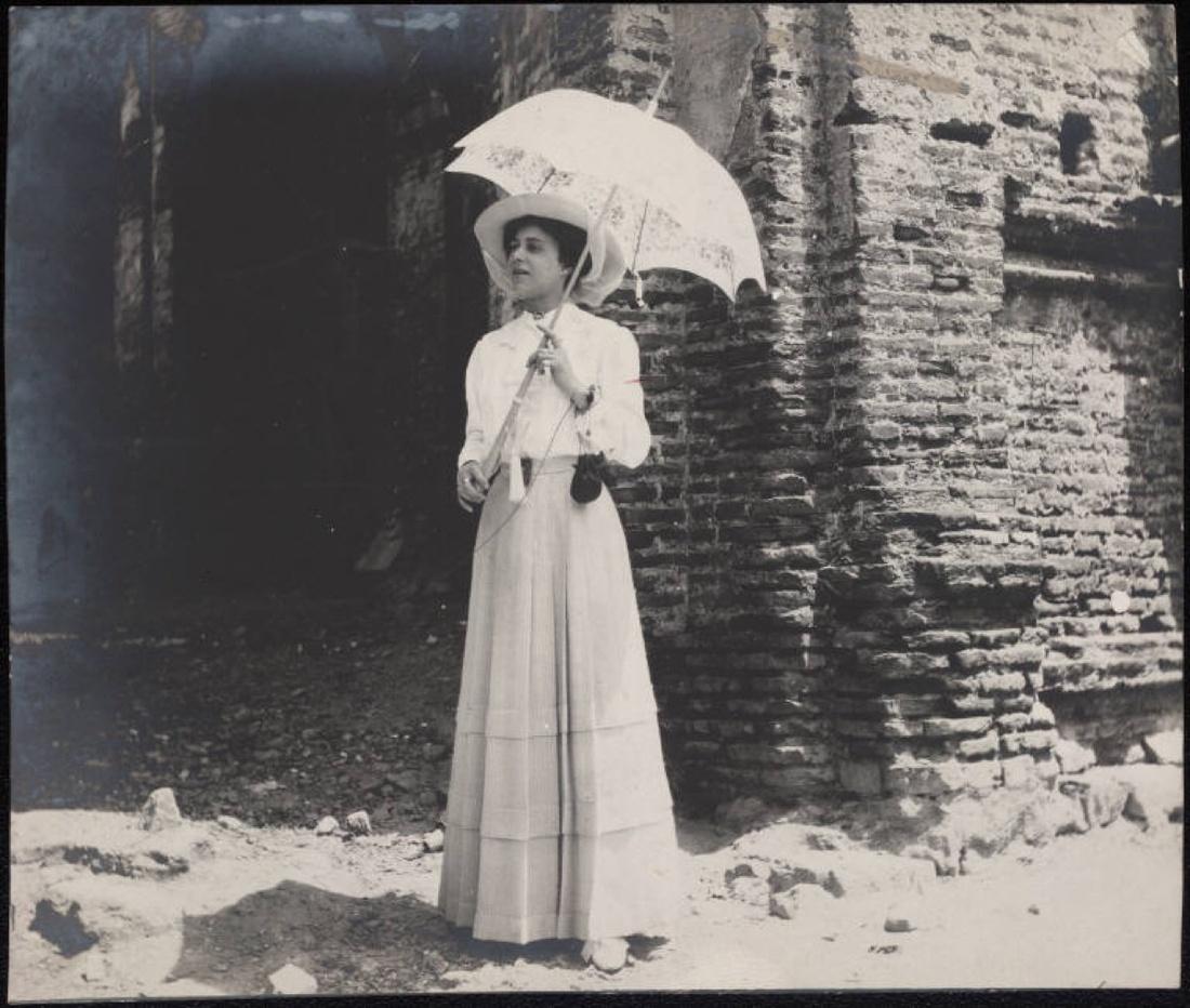 Grace Nail Johnson bridal photo in Panama, 1910. Via Wikimedia Commons.