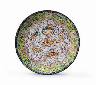 Copper dish decorated with polychrome enamelsChina, Qing dynasty, Qianlong period 1736 - 1795D. 21.5 cm, orge Welsh Works of Art, London/Lisbon