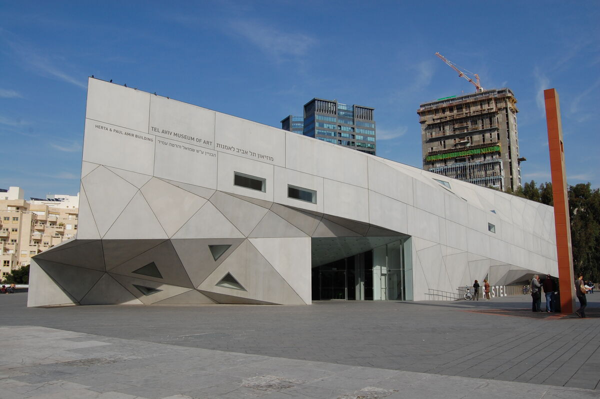 Photo of the Tel Aviv Museum of Art by Andrzej Wójtowicz via Flickr.
