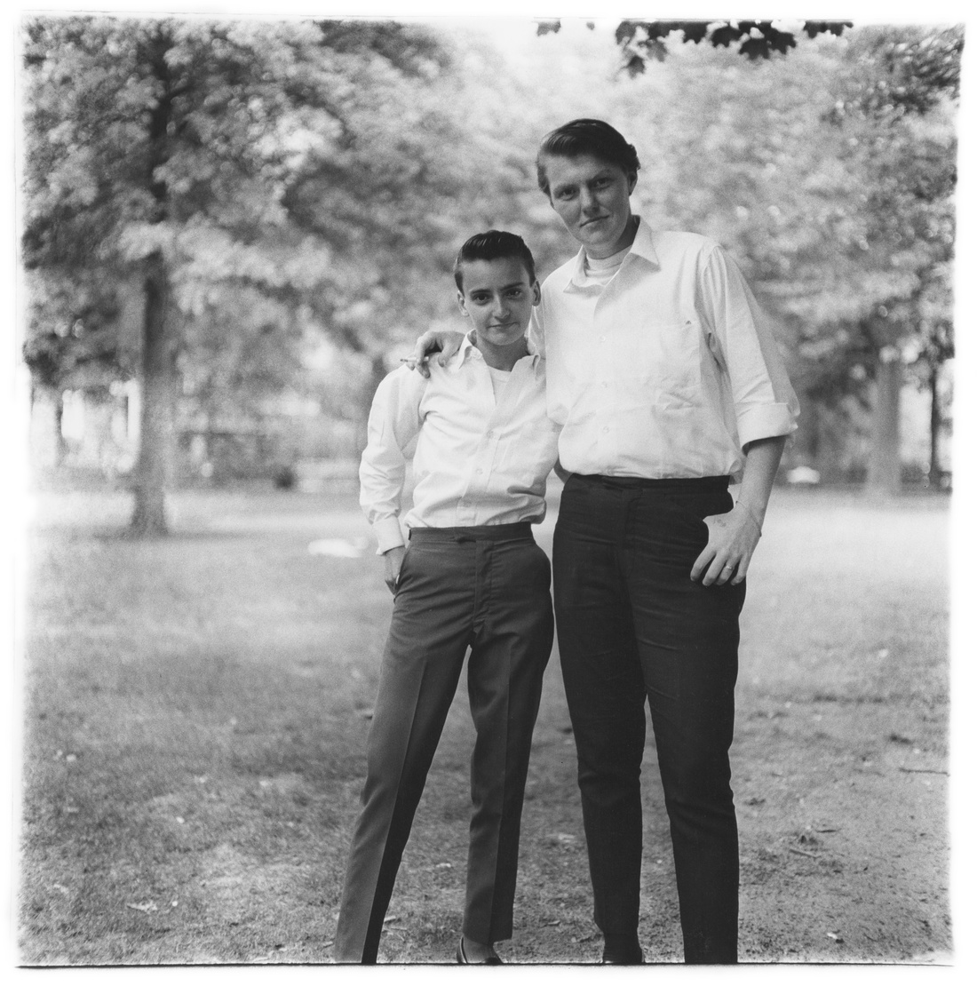 Diane Arbus, Two friends in the park, N.Y.C., 1965© The Estate of Diane Arbus