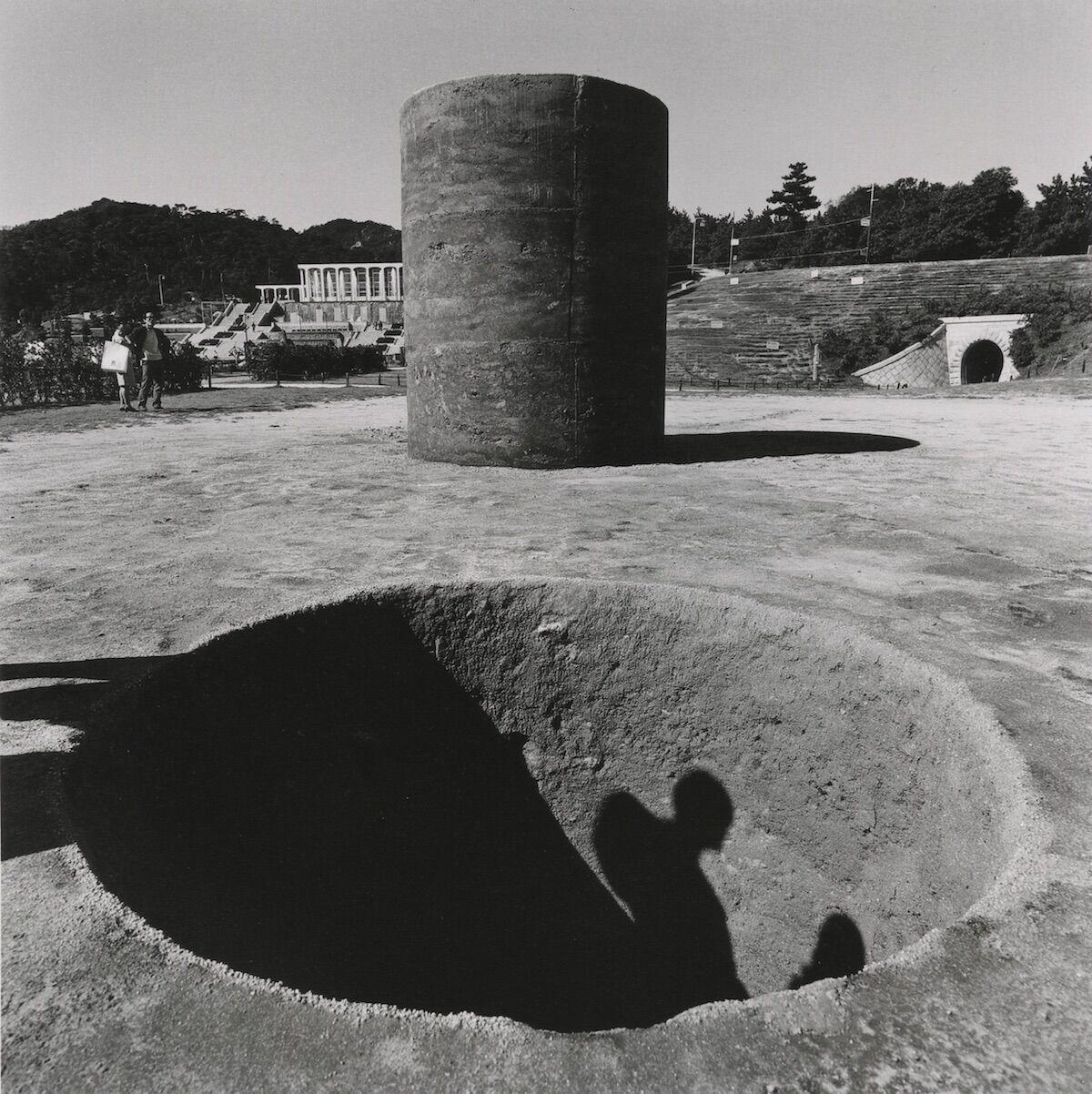 Nobuo Sekine, Phase–Mother Earth (1968), installation view at the 1st Kobe Suma Rikyu Park Contemporary Sculpture Exhibition, Kobe, Japan, 1968. Photo by Osamu Murai. © Nobuo Sekine.