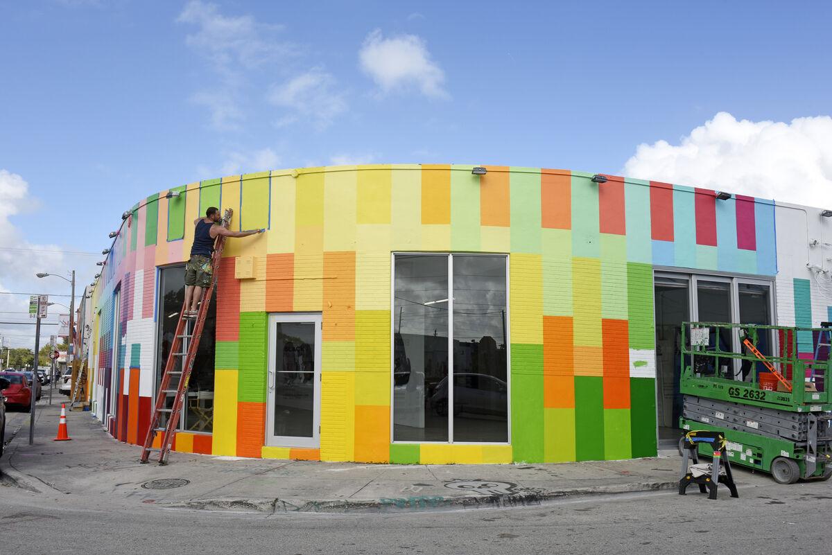 Haas & Hahn mural in progress at Wynwood Walls. Courtesy of Wynwood Walls. Photo by Martha Cooper.