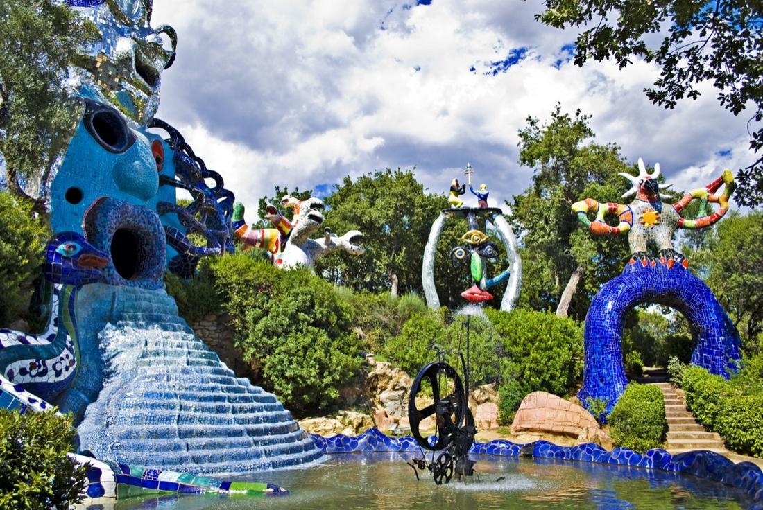 Niki de Saint Phalle, The Tarot Garden, Tuscany, Italy. Image via Wikimedia Commons.