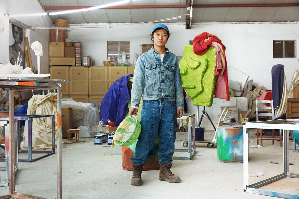 Portrait of Yu Honglei in his Beijing studio by Jumbo Tsui for Artsy.