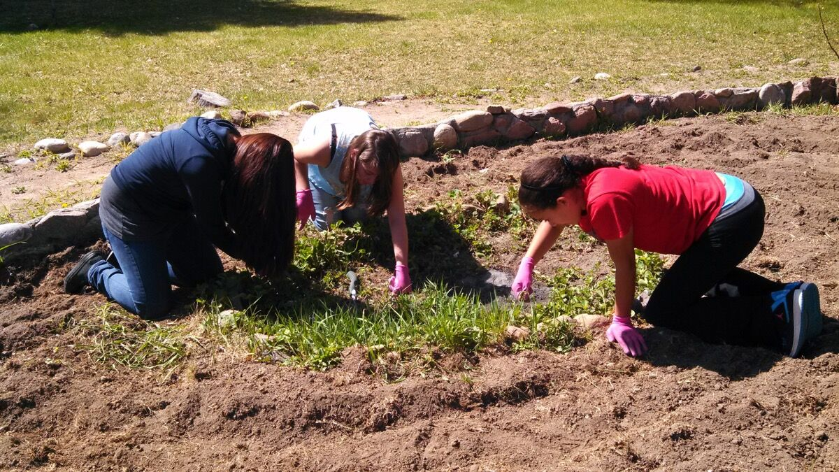 Abiquiú Garden Project Interns, 2016. Photo by Micaela Butts. © Georgia O'Keeffe Museum.