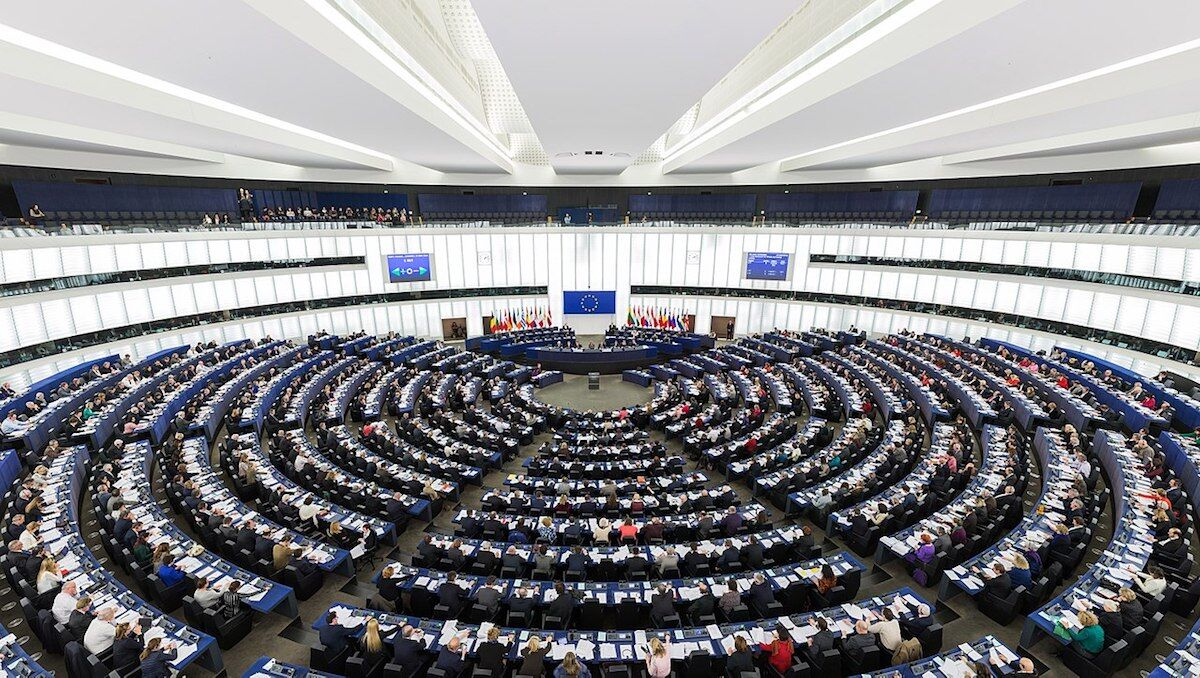 The Hemicycle of the European Parliament in Strasbourg during a plenary session. Photo by Diliff, via Wikimedia Commos