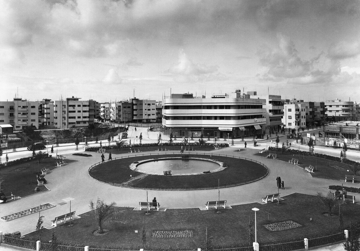 Zina Circle, Tel Aviv-Jaffa, 1937. Architect: Genia Averbouch. Library of Congress, Prints & Photographs Division, G. Eric and Edith Matson Photograph Collection. Image courtesy of the Israel Museum.