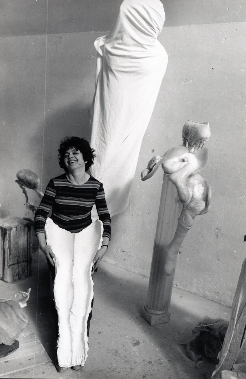 The artist posing amidst her work in her Malakoff studio, 1967, with Çacouleenrouge (Leaking Red). © ADAGP, Paris 2017. The Alina Szapocznikow Archive / Piotr Stanislawski / National Museum in Krakow. Photo courtesy of the Museum of Modern Art, Warsaw. Photo by Antoni Miralda. © 2011 Artists Rights Society (ARS), New York/VEGAP, Madrid.