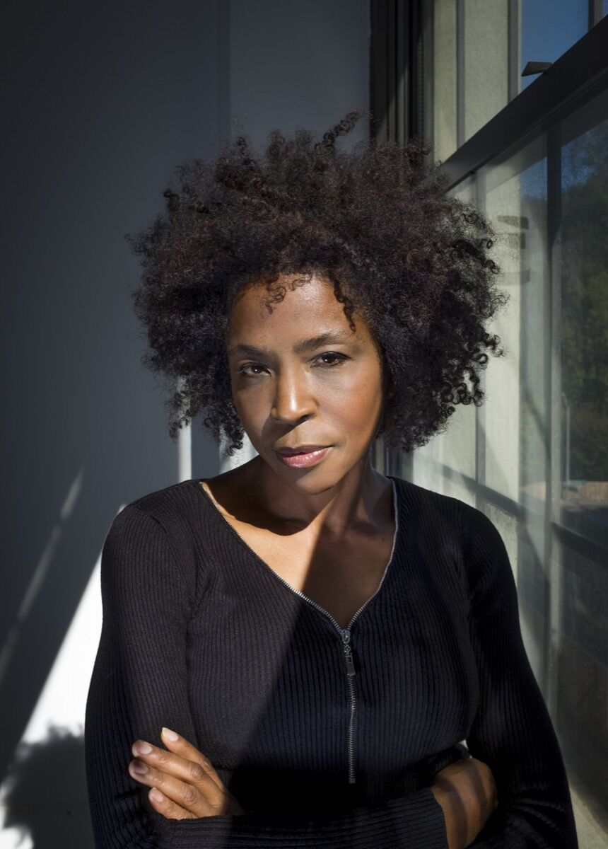 Lorna Simpson. Photo by James Wang. Courtesy of Chronicle Books.