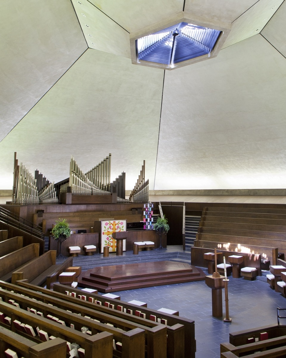 Eero Saarinen, North Christian Church, 1964. Courtesy of the Columbus Area Visitors Center.