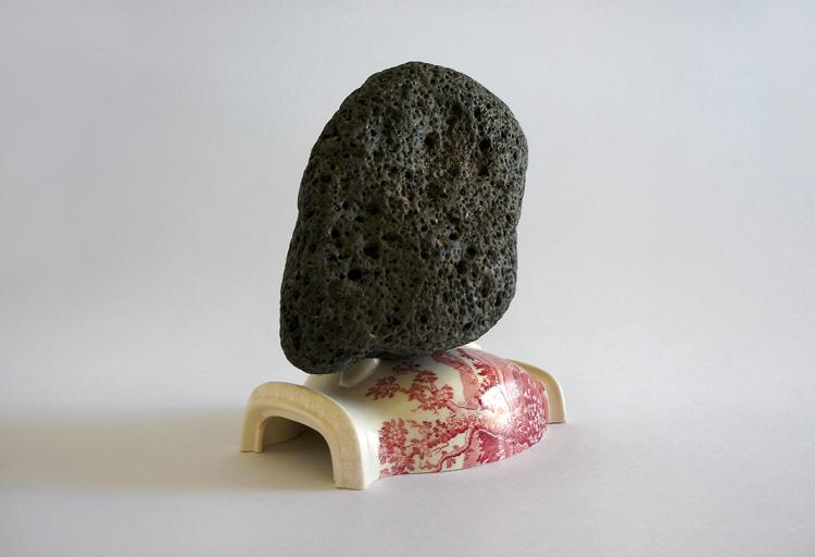 Isidora Correa, Correlación #1, 2017. Stone and ceramic object. Variable dimensions. Courtesy of Gallery Patricia Ready.