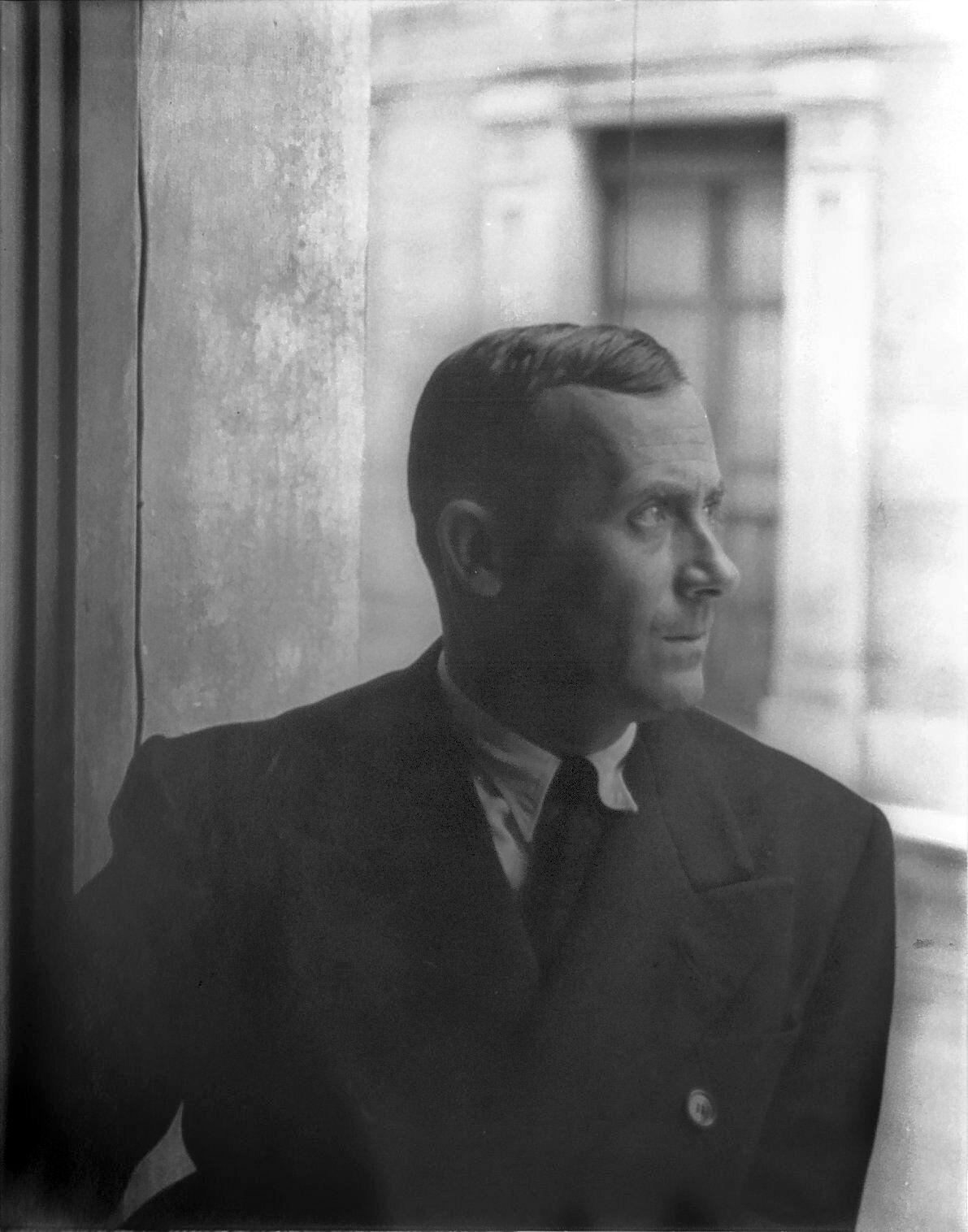 Carl Van Vechten, Portrait of Joan Miro, Barcelona, 1935. Image via Wikimedia Commons.